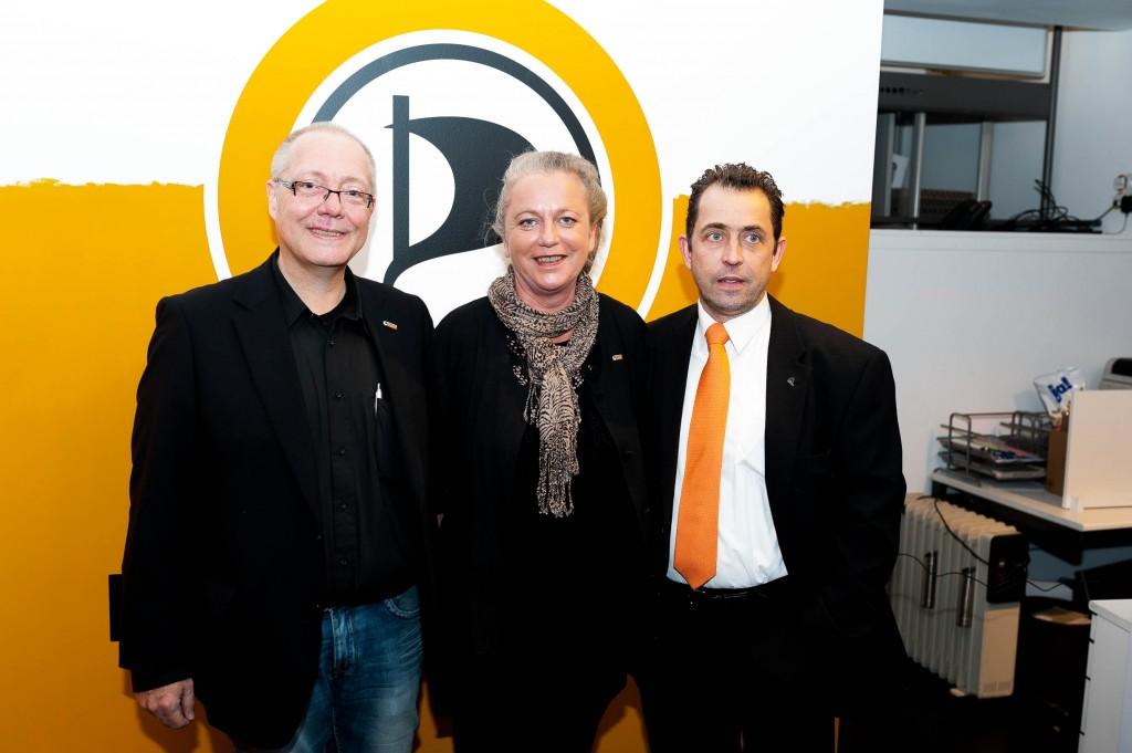 Jürgen Asbeck, Andrea Deckelmann aus dem Kreisvorstand Düsseldorf und Ratsherr Frank Grenda, Foto: Christian Steinmetz, CC-BY-SA