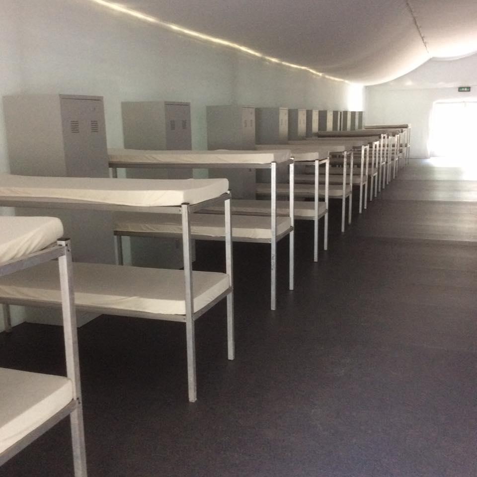 zeltstadt in k ln chorweiler beklemmend und deprimierend. Black Bedroom Furniture Sets. Home Design Ideas