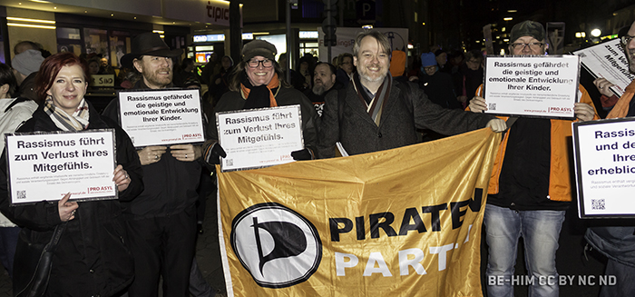 Piraten auf der NODÜGIDA-Demo in Düsseldorf - FOTO be-him CC BY NC ND